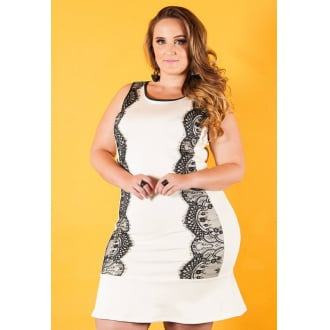 Vestido com Renda Chantilly