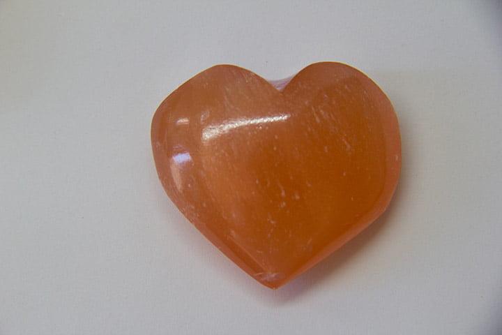 Coração de Pedra Selenita Laranja - Helena Cristais
