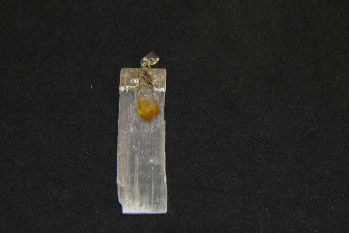 Pingente de Pedra Selenita Branca com Citrino - Helena Cristais