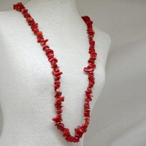 colar coral cascalho longo helena cristais
