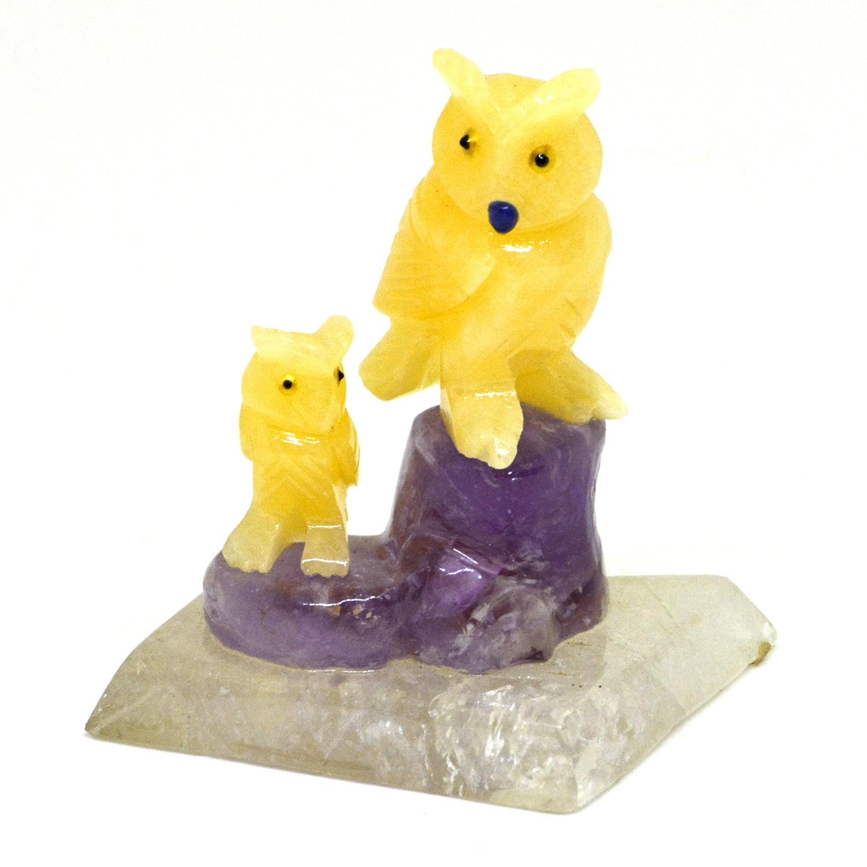 Coruja de Pedra Calcita Mel com Ametista e Base de Cristal 442 g