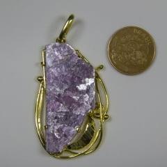 Pingente de Pedra Mica Roxa 4x5cm