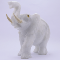 Elefante de Pedra Quartzo Leitoso 742 g