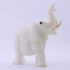 Elefante de Pedra Quartzo Leitoso 930 g