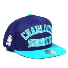 Boné Charlotte Hornets Mitchell & Ness Letreiro Roxo