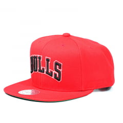 Bone Chicago Bulls Mitchell and Ness snapback vermelho letters
