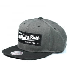 Boné Mitchell and Ness box logo snapback