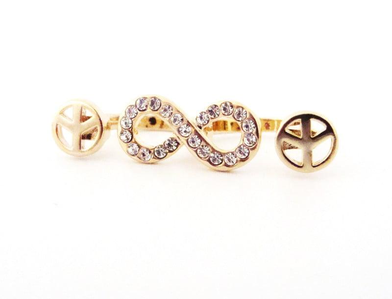 Anel dourado de 2 dedos com formato do infinito com strass