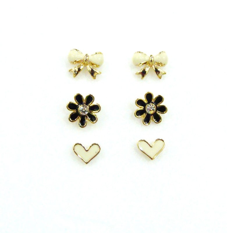 Conjunto de brincos em formato florzinha coração lacinho