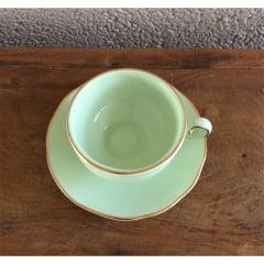 Xícara de chá verde claro em cerâmica pintada a mão
