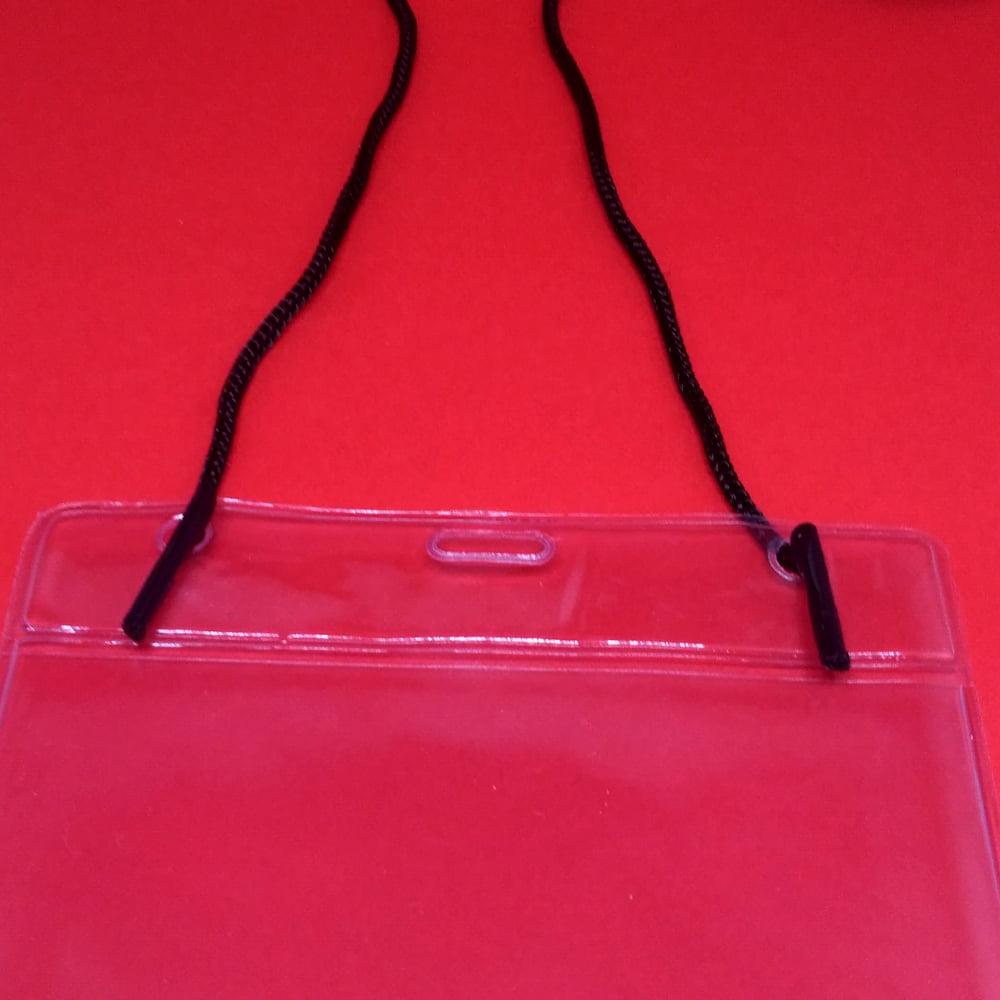Porta Bolsa de PVC Vert para CREDENCIAL 11x17cm c/ Cordão PP avulso 80cmx3mm alça fácil