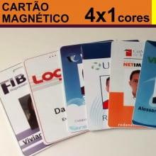 Crachás PVC 0,76mm Tarja Magnética Alta - 4x1 Cores Dados Variáveis - Frente Color e Verso Preto