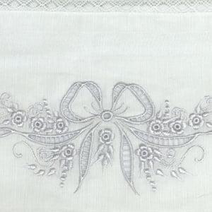Fralda Richelieu Laço Branco