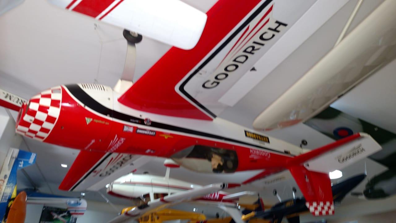 USADO - AEROMODELO THE WORLD MODELS - EXTRA 300S - 50CC  KIT