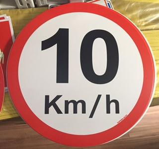 Placa Sinalização Velocidade Máxima Permitida de  10 Km/h  -Ideal para Garagem Condomínio