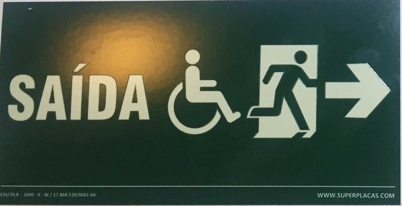 Placa Sinalização Rota de Fuga Saída Direita - Certificada nbr 13434-3 Tamanho 13x26 cm - Antichama  - Acessbilidade Cadeirante