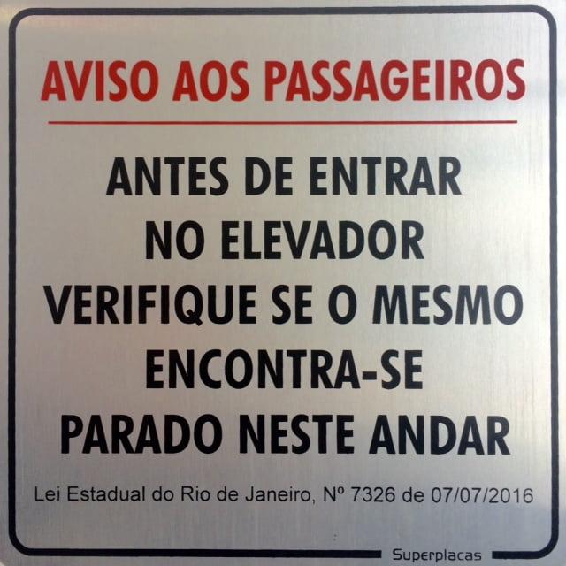 Placa Aviso Aos Passageiros RJ Lei 7326 15X15 Alumínio SuperPlacas