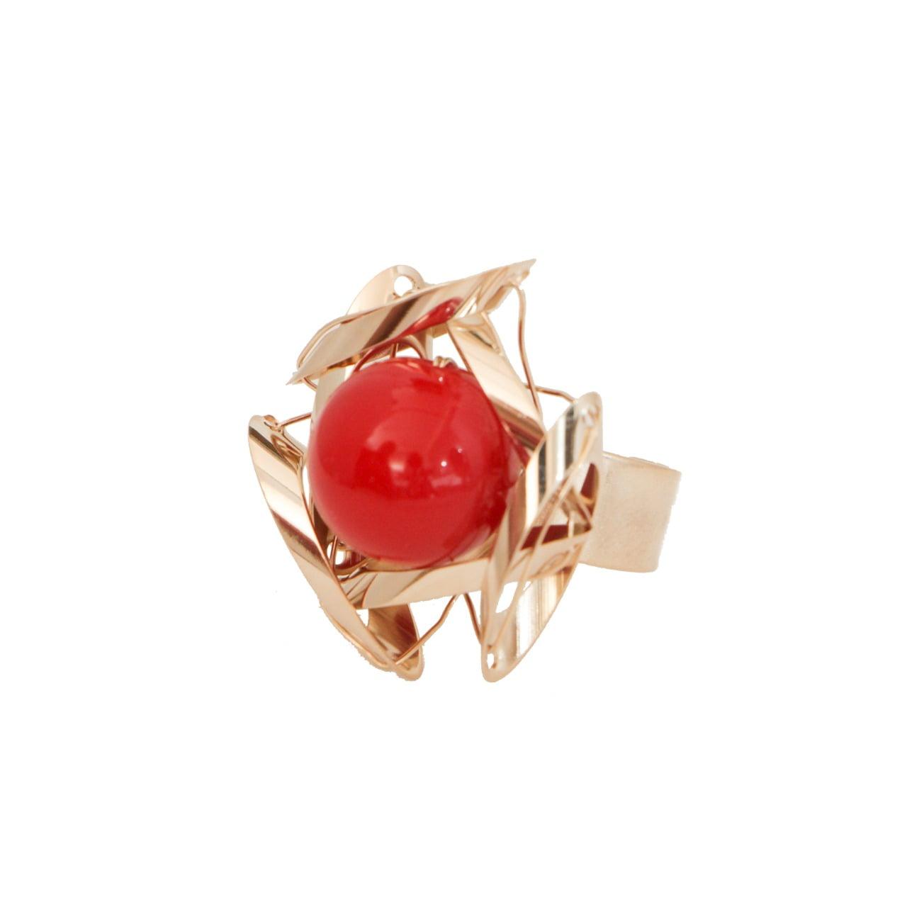 Anel com resina cor vermelha folheado a ouro 18k
