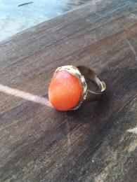 Anel com pedra aventurina laranja folheado a ouro 18k