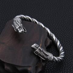 Pulseira Vikings a original da serie Vikings em aço inoxidável bem rígida essa não enferruja e nem perde a cor
