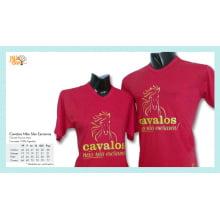 Camiseta com Desenho de Cavalos Não São Escravos