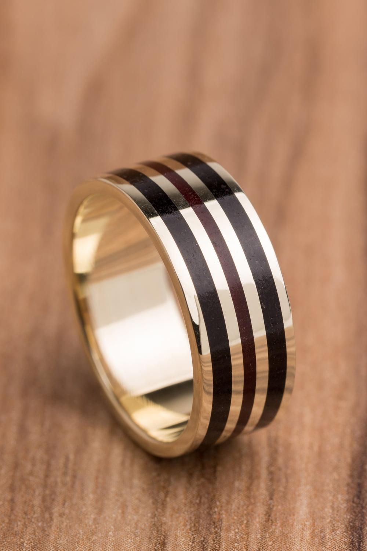 Aliança de casamento em ouro 18K 750 e madeira  Síntese - Valor Unitário