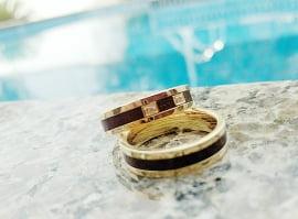 Aliança de casamento em ouro 18K 750 e madeira  Essência - Valor Unitário