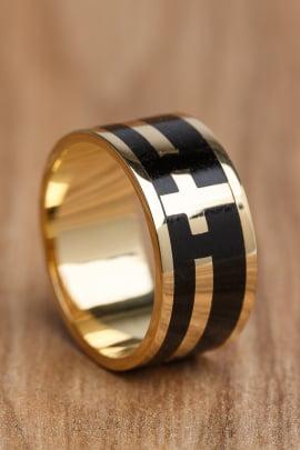 Anel ou Aliança em ouro e madeira Santa Fé em Diamantes.