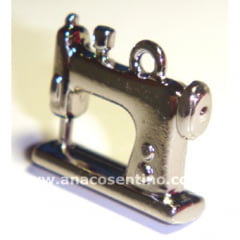 Pingente/Boton Máquina de Costura Niquelado