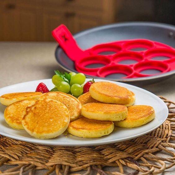 Forma de Silicone Antiaderente para Panquecas / Ovos / Tapiocas / Omeletes - Flippin Fantastic