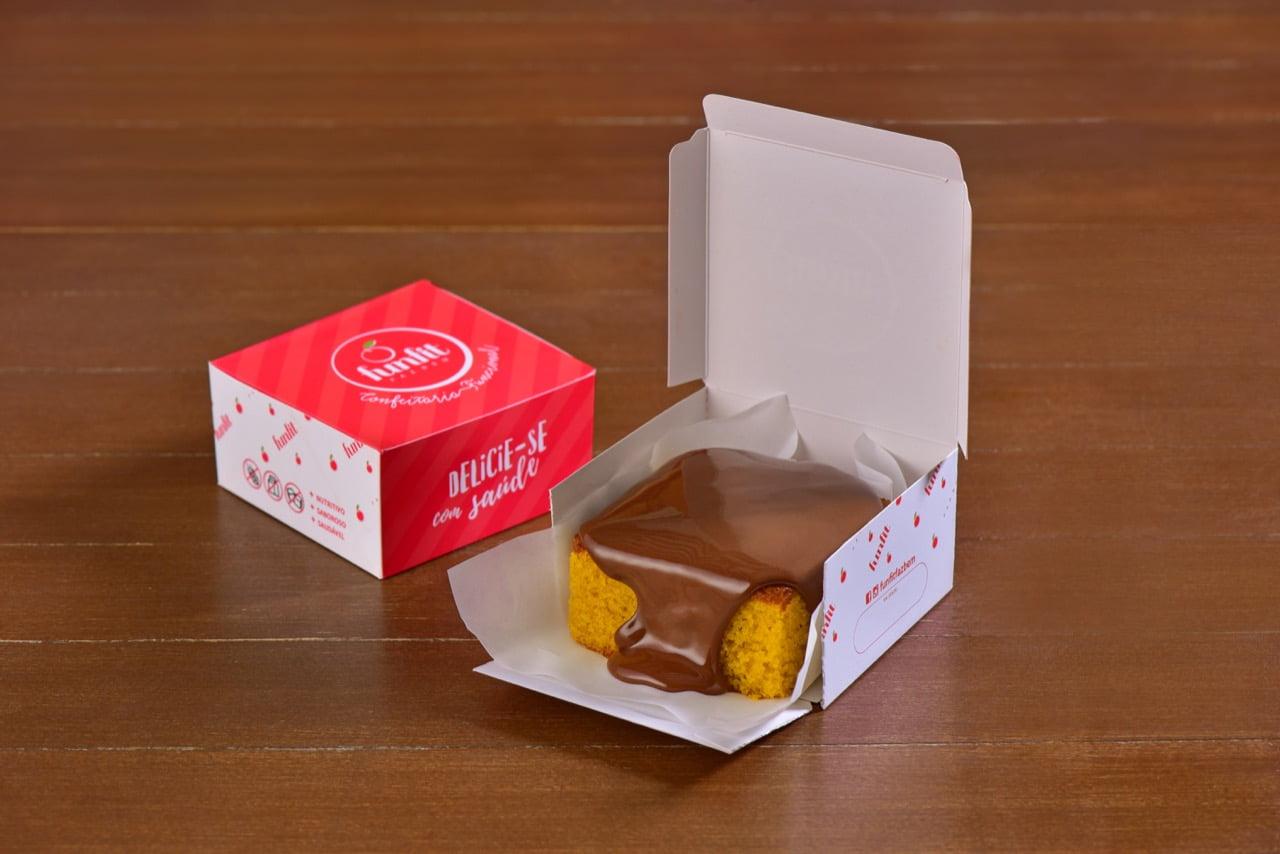 BOLO DE CENOURA COM CALDA DE CHOCOLATE - FUNFIT