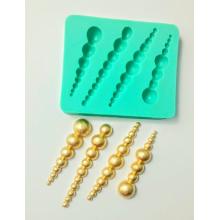 Molde de silicone com formas de pingentes com 4  cavidades. Ideal para utilizar com Pasta Americana.